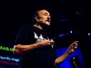 Philip Zimbardo - Cum devin oamenii obisnuiti monstri sau eroi